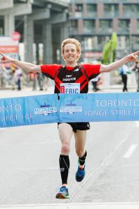 Eric Gillis winning the 2014 Yonge Street 10K.