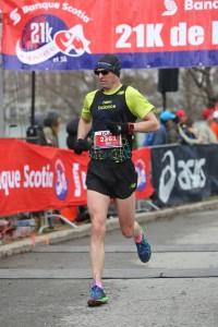 Struggling at the Canadian Running Series demi marathon de Montreal.