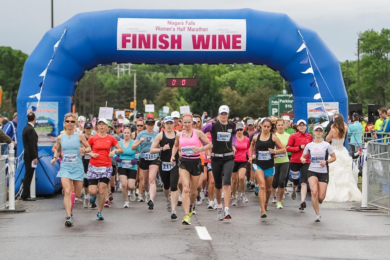 The start of the 2012 Niagara Falls Women's Half Marathon © Ryder Photography