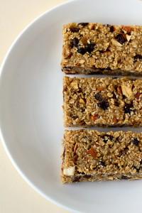 fig-date-almond-granola-bars-1-550