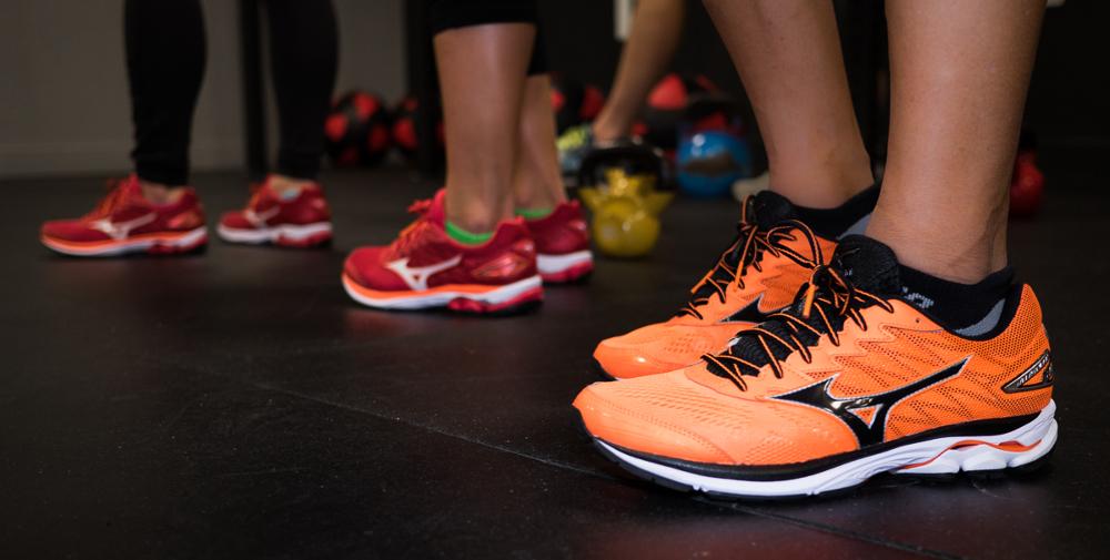 mizuno wave rider 20 mens running shoes review