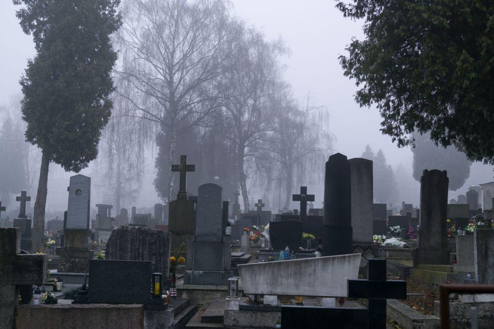 a creepy halloween run through a graveyard canadian running magazine