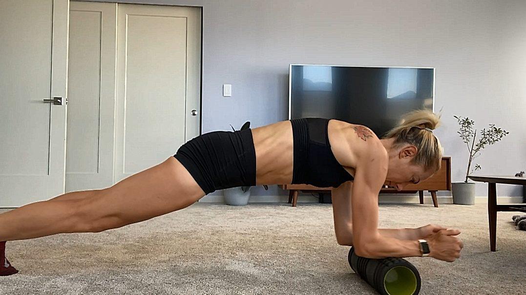 【訓練】跟著加拿大長跑精英 Kate Van Buskirk 用滾筒來做 居家訓練!